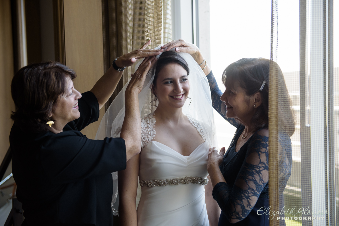 Bride with veil Ritz Carlton Clevland